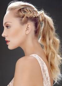 прически с хвостом на средние волосы 3