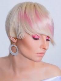 Женская креативная стрижка с мелированием для коротких волос пепельного оттенка