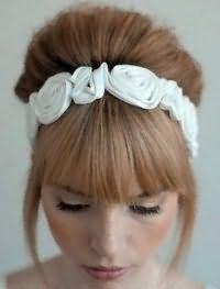 Свадебная прическа с челкой для средних волос