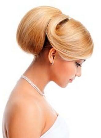 Еще одно решение, как делать шишку из волос для праздничного вечера