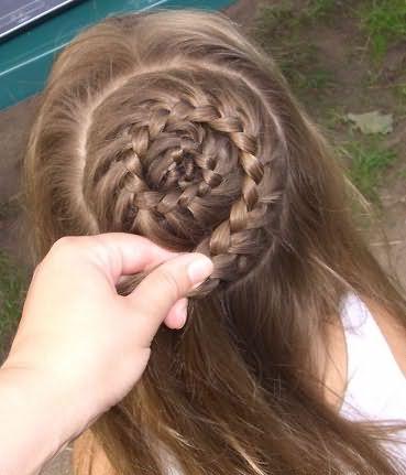 Для непослушных волос можно использовать небольшое количество геля