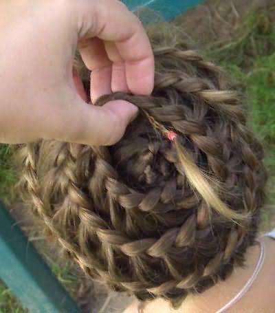 Как плести улитку из волос: завершающий этап и «работа» над хвостиком