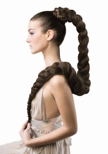 Помните? Длинные и густые волосы дают больше возможностей создания различных образов!