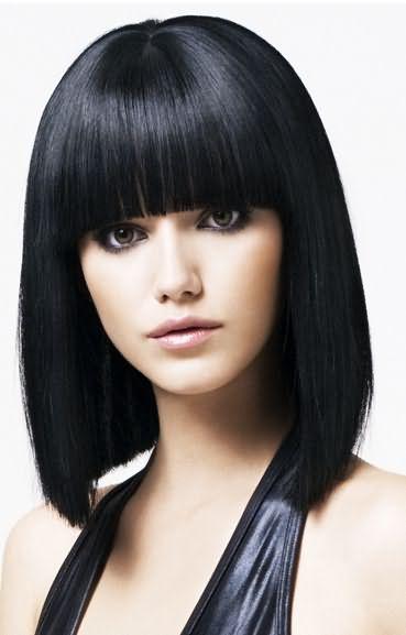 Наверное, многих девушек также интересует, как смыть черную хну с волос.