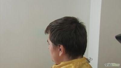 Волосы перед стрижкой должны быть сухими