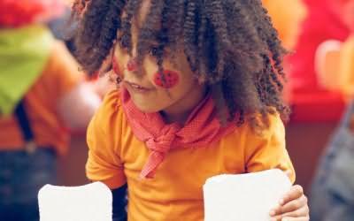 В уходе за детскими волосами можно также использовать лавандовый спрей, который кроме своего основного действия отлично отпугивает вшей