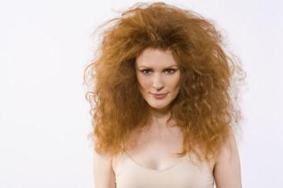 Перед тем как сделать волосы менее пушистыми, необходимо выяснить, в чем причина такого состояния завитков