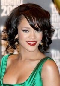 Модная и быстрая укладка на волосы короткой длины.
