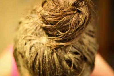 Маска из хны нежно позаботится о ваших волосах