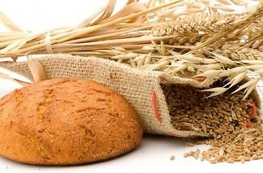 Хлеб способствует укреплению и восстановлению больных прядей
