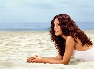 Наша задача - выяснить, как ухаживать за волосами на море, чтобы они были красивыми и блестящими.