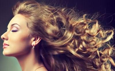 Вы можете накрутить волосы без бигуди и плойки в домашних условиях