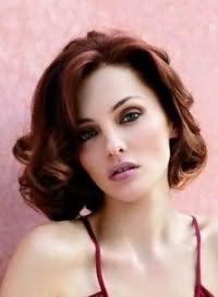 Способ укладки средних волос для овального лица