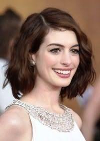 Стильный вариант укладки волос для овального лица