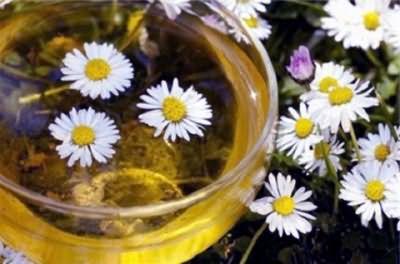 Используйте травяные отвары после каждого мытья, чтобы придать блеск и силу шевелюре