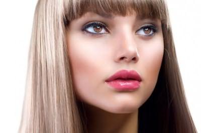 Русые локоны с отливом «клубничный блонд» – новая дань моде.