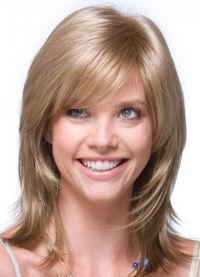 стрижка каскад на средние волосы с челкой 1