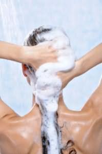Тщательно вымываем голову
