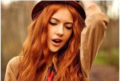 На фото: рыжеволосая красавица – очаровательная и сексуальная