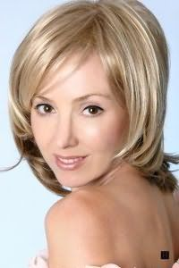 Женская стрижка для средних волос без укладки