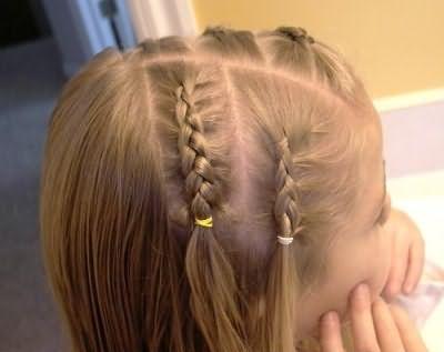Французская коса дает нам множество идей плетения и укладки для девочек.