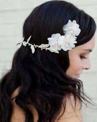 Свадебная прическа с распущенными длинными волосами.