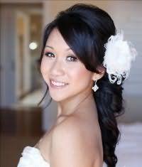 Свадебная прическа с начесом для длинных волос.