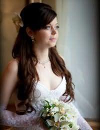 Свадебная прическас челкой на длинные волосы.