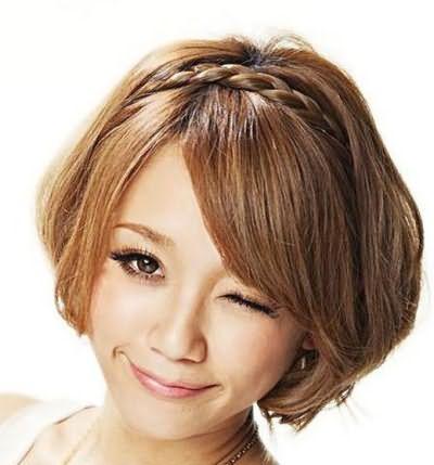 Один из вариантов плетения на средние волосы