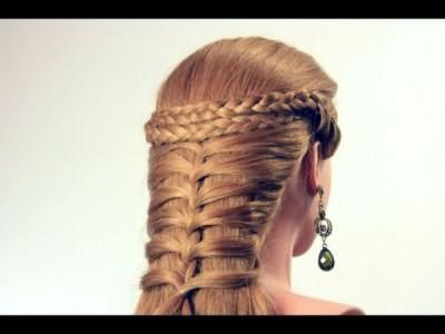 Аккуратно заплетенные косы украшают любую голову и придают образу особую нежность и привлекательность