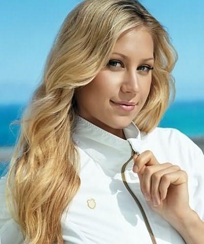 Цвет волос блондинки во многом определяется оттенком кожи и принадлежностью к тому или иному цветотипу