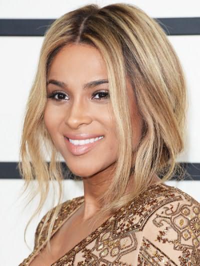 Цвет волос блондин с коричневым оттенком подойдет обладательницам кожи темного тона