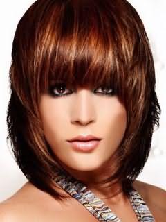 На фото эффект «выгоревших на солнце волос» в области чёлки