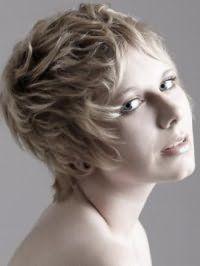 Креативная стрижка для девушек с короткими волосами пепельно-русого оттенка