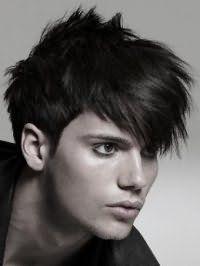 Мужская креативная стрижка для густых прямых волос средней длины черного цвета