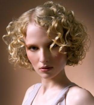 Некрупные кудри на волосах средней длины