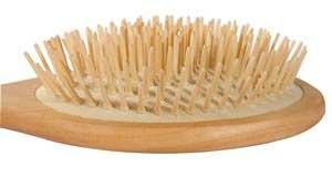 Деревянная расческа не навредит локонам.
