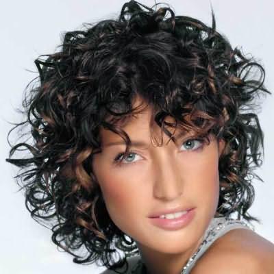 Особенно популярна мокрая химия на короткие волосы.
