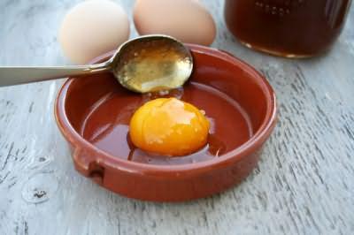 Маски с яйцом замечательно восстанавливают локоны
