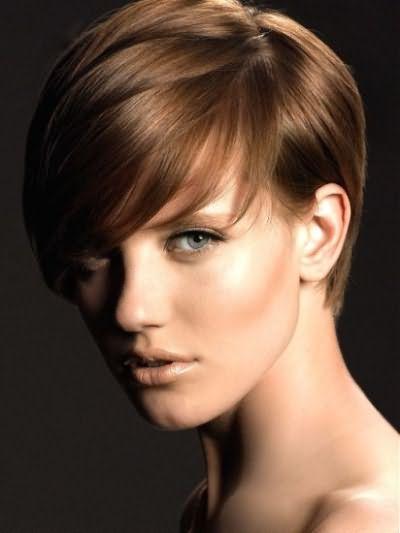 Разнообразные по стилю и длине пряди помогают созданию стильного образа.