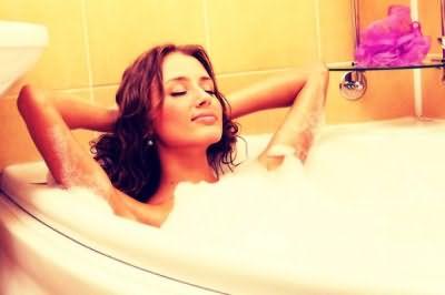 Перед процедурой примите горячую ванную или душ, чтобы хорошо распарить кожные покровы