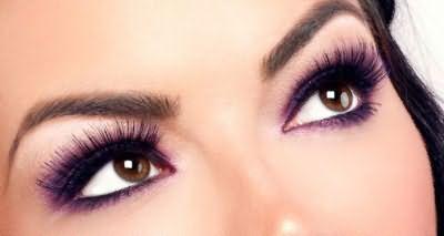 Модный фиолетовый цвет для кареглазых красавиц