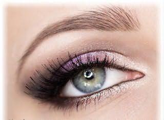 Вариант дневного мейкапа серых глаз.