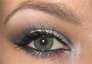 Дневной макияж для глаз серого цвета.