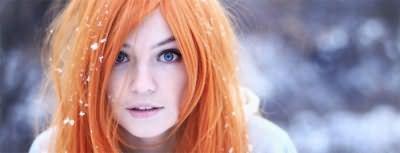 Рыжеволосая девушка с серо-голубыми глазами