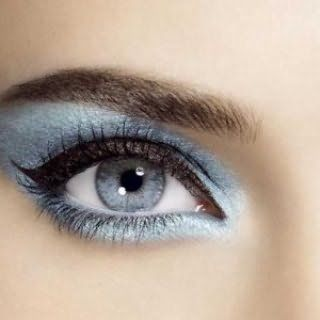 Яркий мекап серо-голубых глаз.