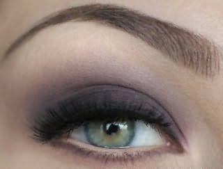 Макияж глаз серого цвета.