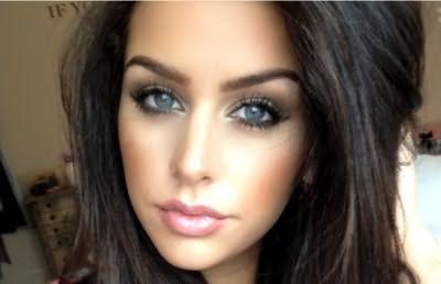 Выбор теней для окраски век зависит от того, какого цвета у девушки глаза.