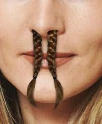 Локоны все-таки не должны выглядывать из носа