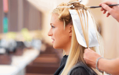 Стоимость мелирования на длинные волосы определяется длинной волос и частотой осветленных прядей